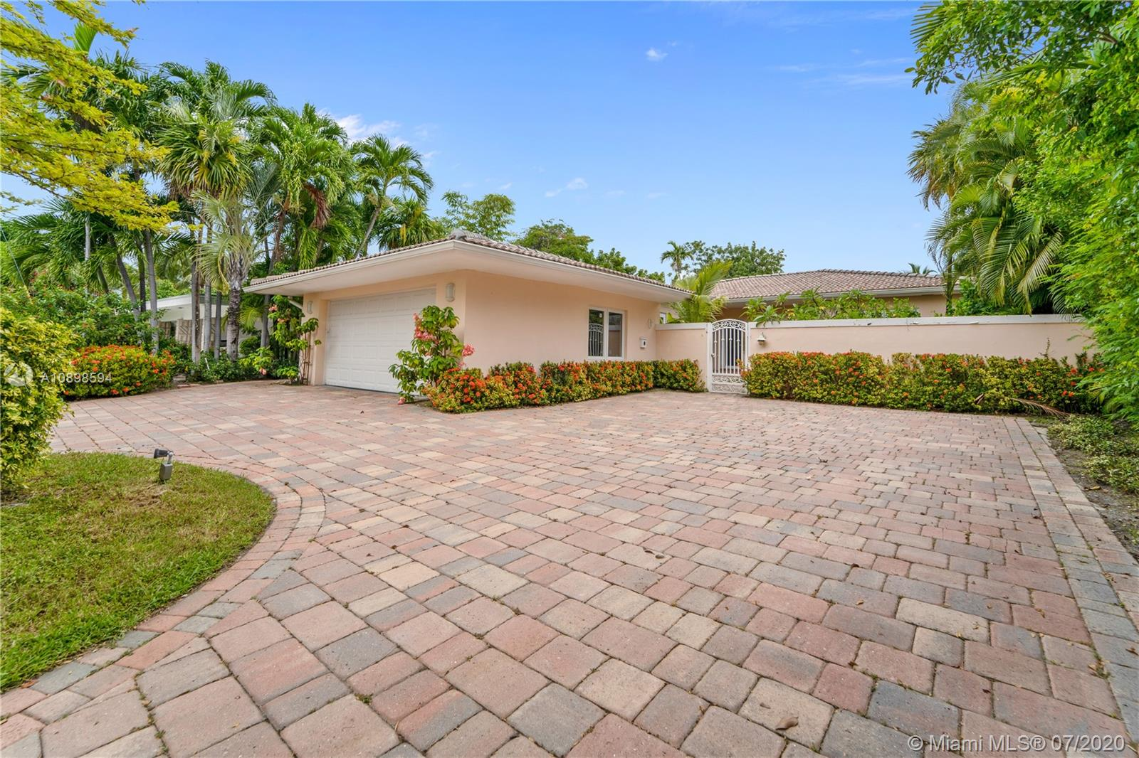 251 N Shore Dr  For Sale A10898594, FL