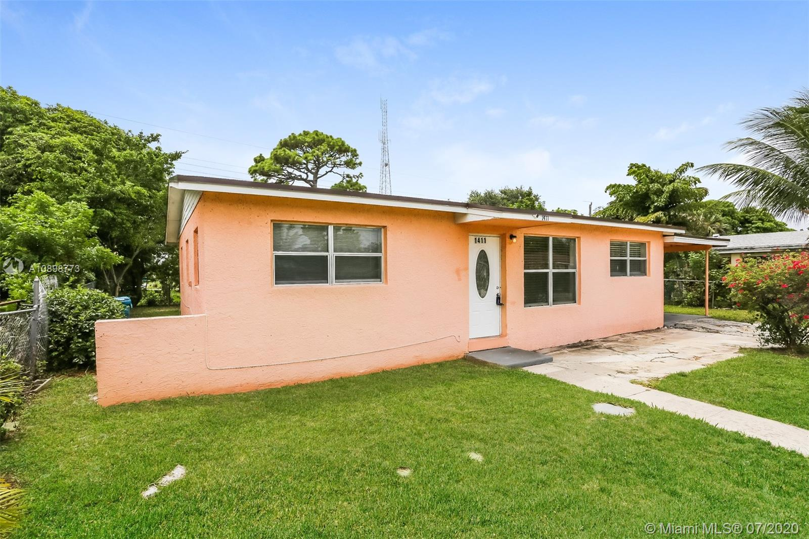 1411 NW 3rd St  For Sale A10898773, FL
