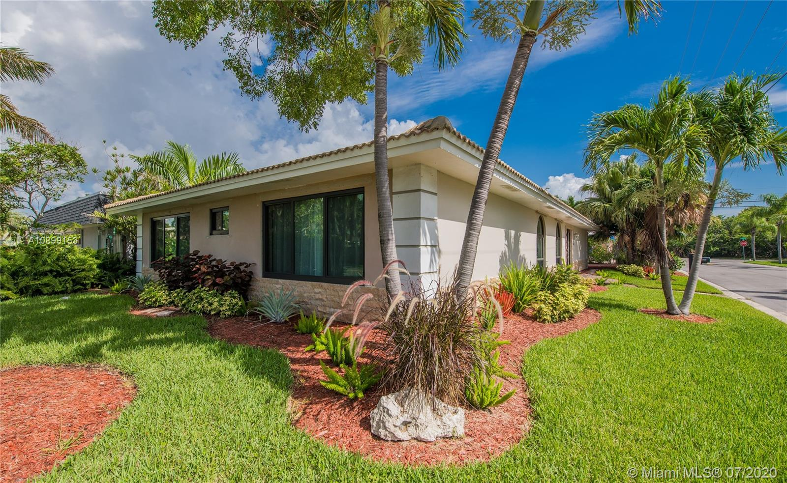 901  Lincoln St  For Sale A10899153, FL