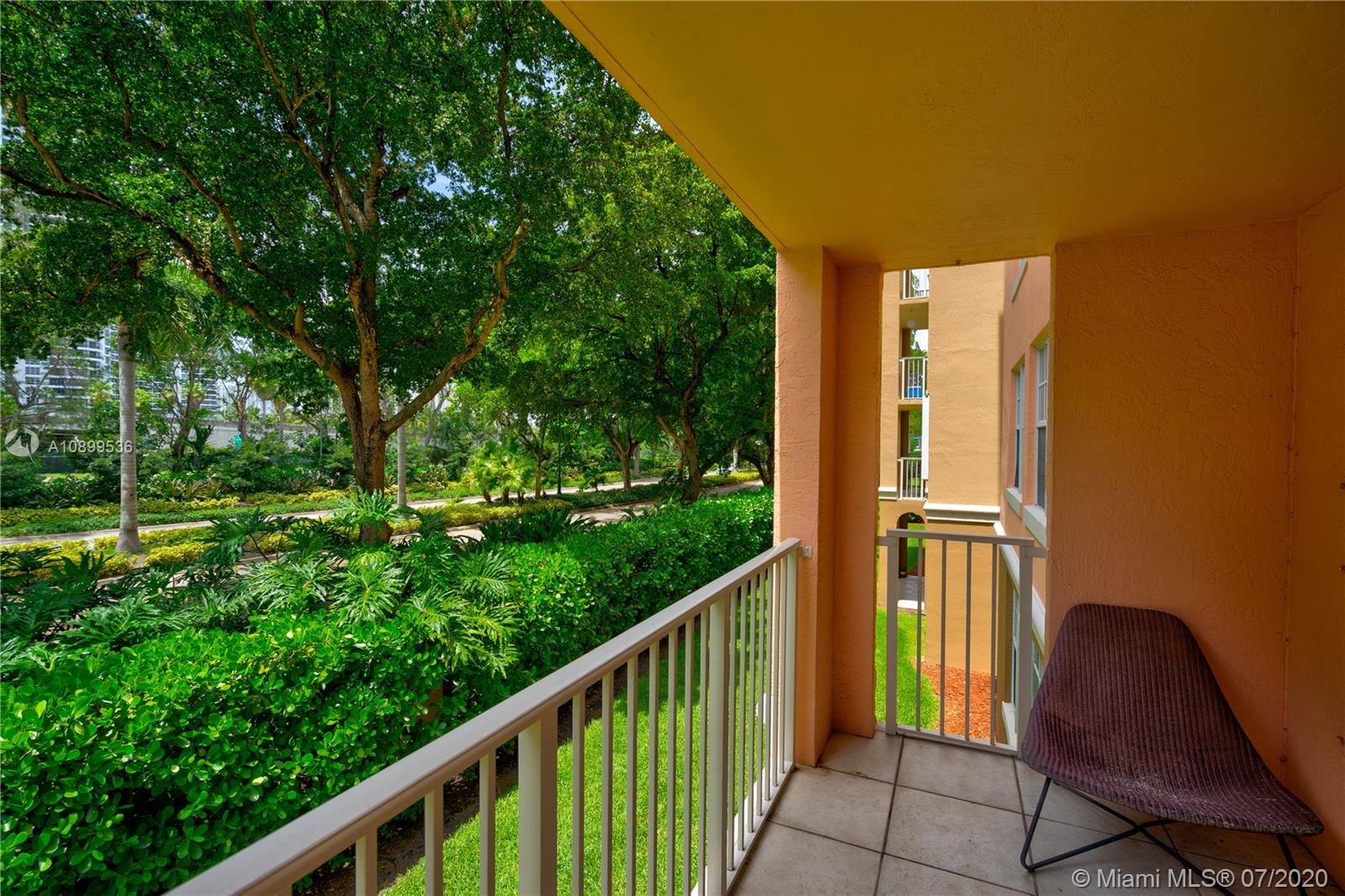 19555 E Country Club Dr #8202 For Sale A10899536, FL