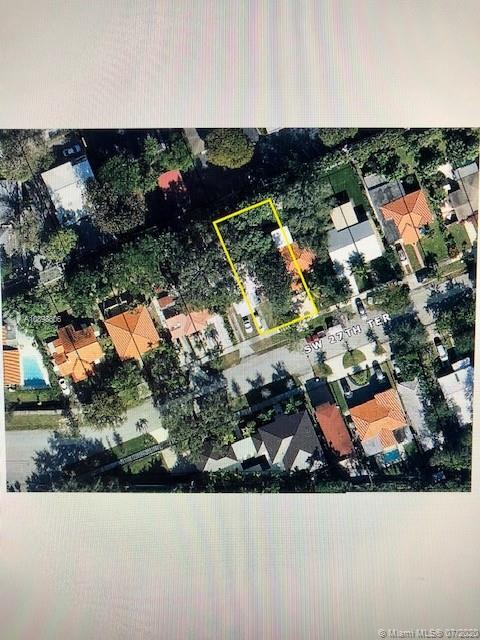Fantastic Grove property on beautiful tree-lined street. Rectangular deep 5,000 square foot lot.  Prime location close to everything: beaches, Downtown Grove, Downtown Miami, Downtown Coral Gables, Brickell, Key Biscayne. Offered at land value. Flexible closing terms.