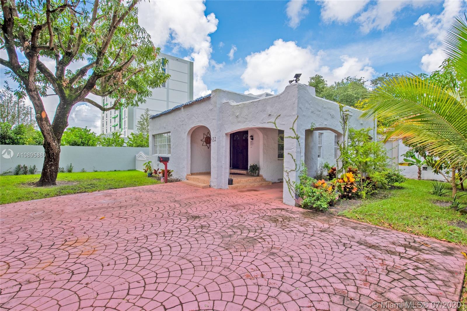 632  La Villa Dr  For Sale A10895869, FL