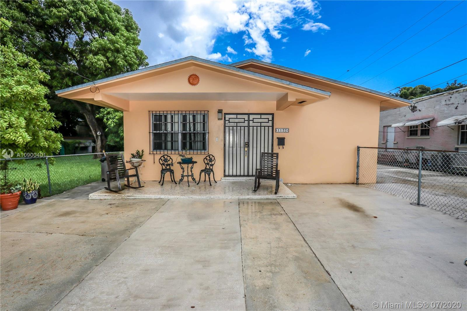 1131 SW 9th St  For Sale A10900401, FL