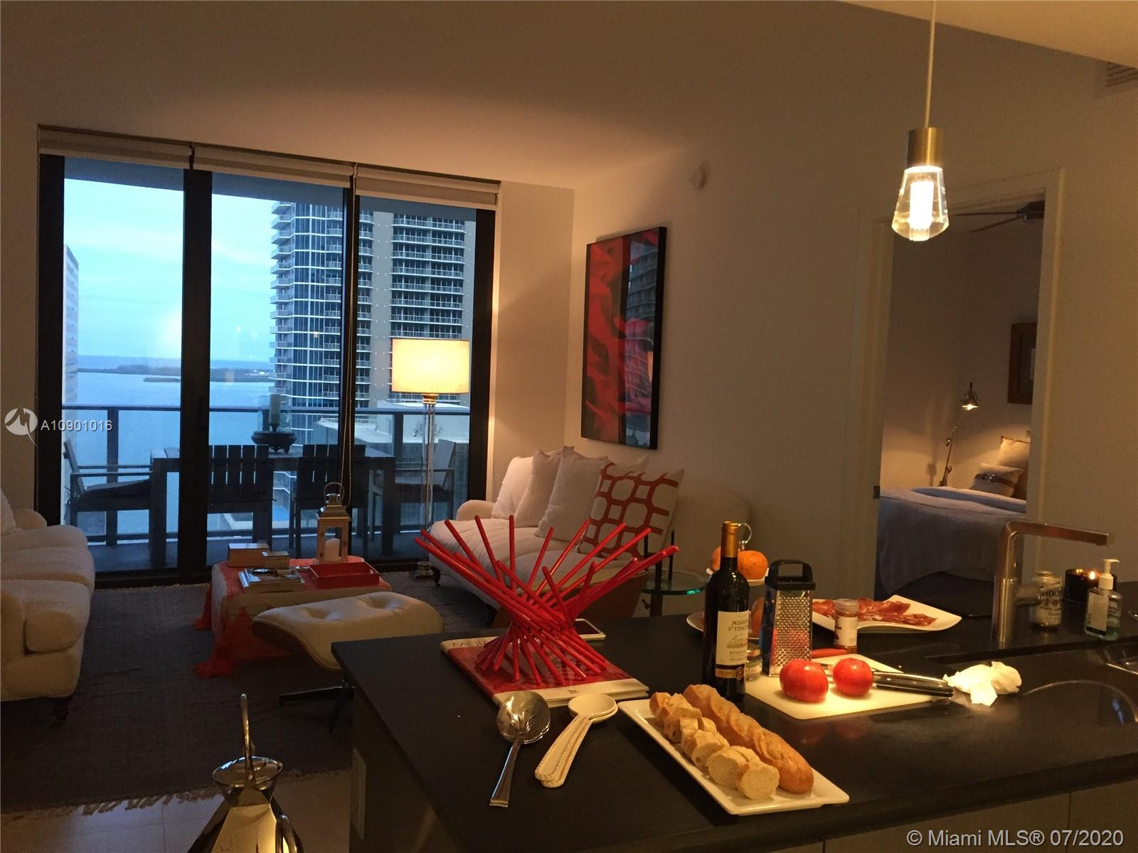 ENJOY A BAY VIEW FROM THIS 2BED + DEN/ 3 BATHS ON BRICKELL AVENUE. BEST AMENITIES AND LOCATION. PRIVATE ELEVATOR AND PET FRIENDLY CONDOMINIUM. TENANT OCCUPIED.