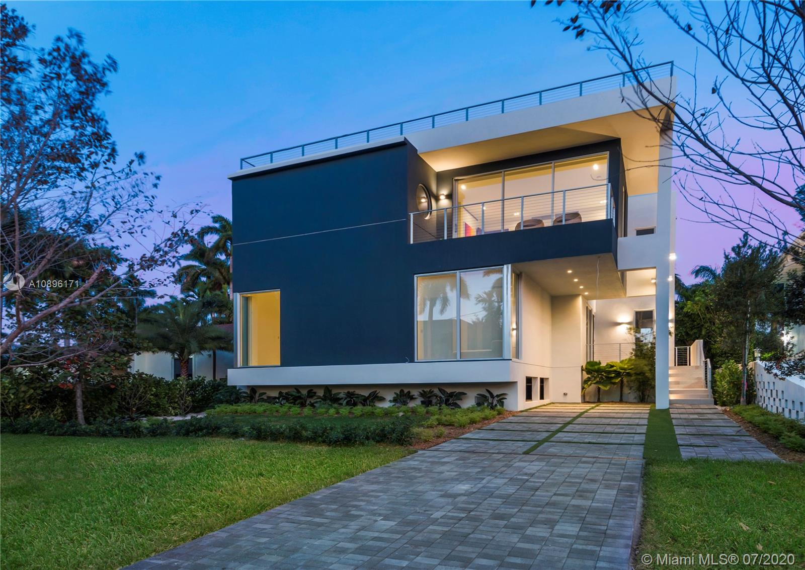 Real Estate Photo A10896171