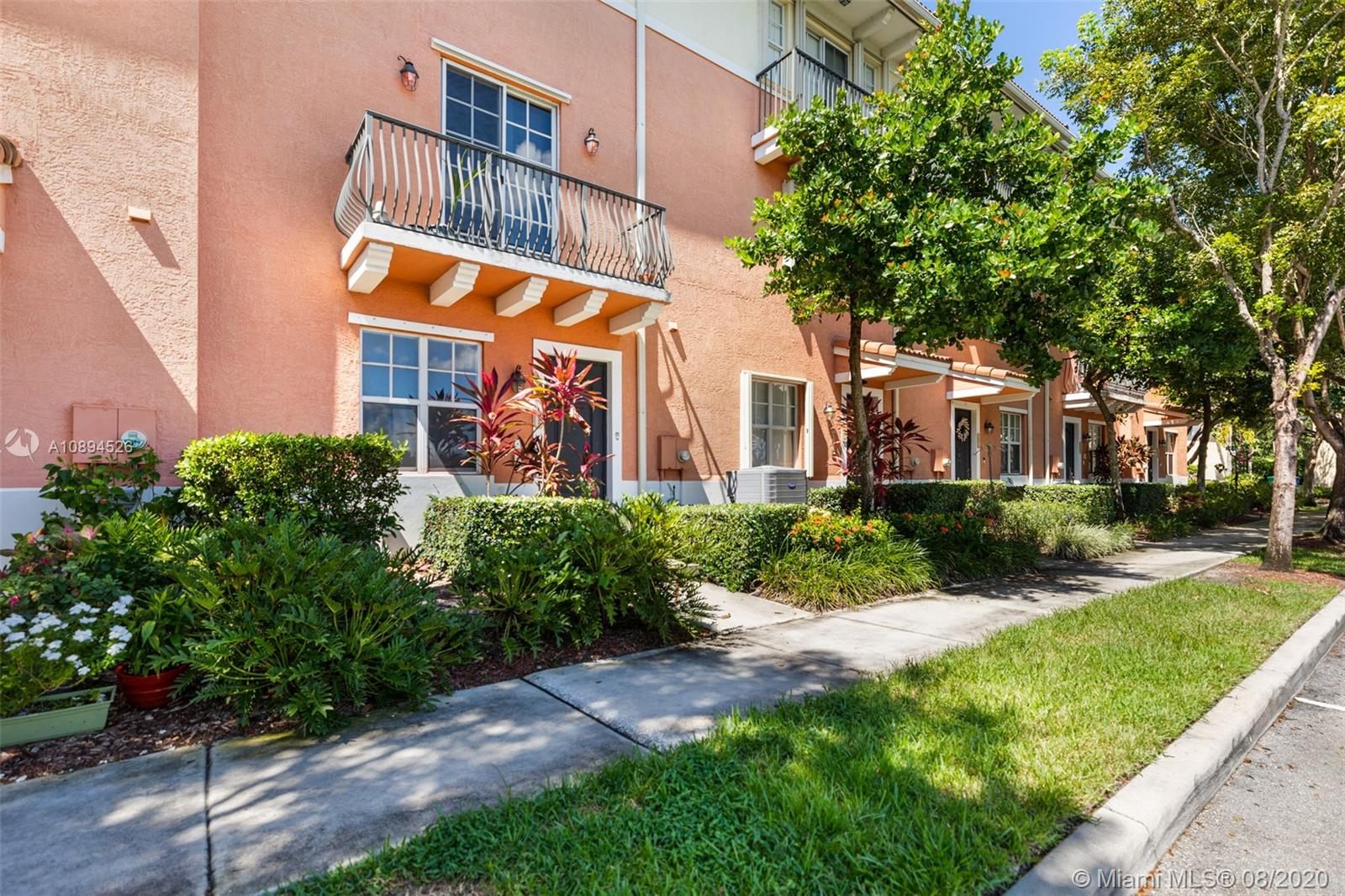10025 SW 22nd St  For Sale A10894526, FL