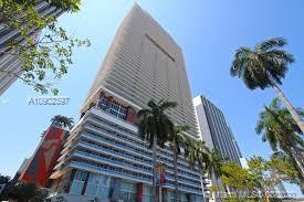 Stunning views and great location from this studio in the heart of Downtown Miami. Close to Metromover, Bayside and restaurants. Great amenities such as pool and gym. Full service for tenants and owners.