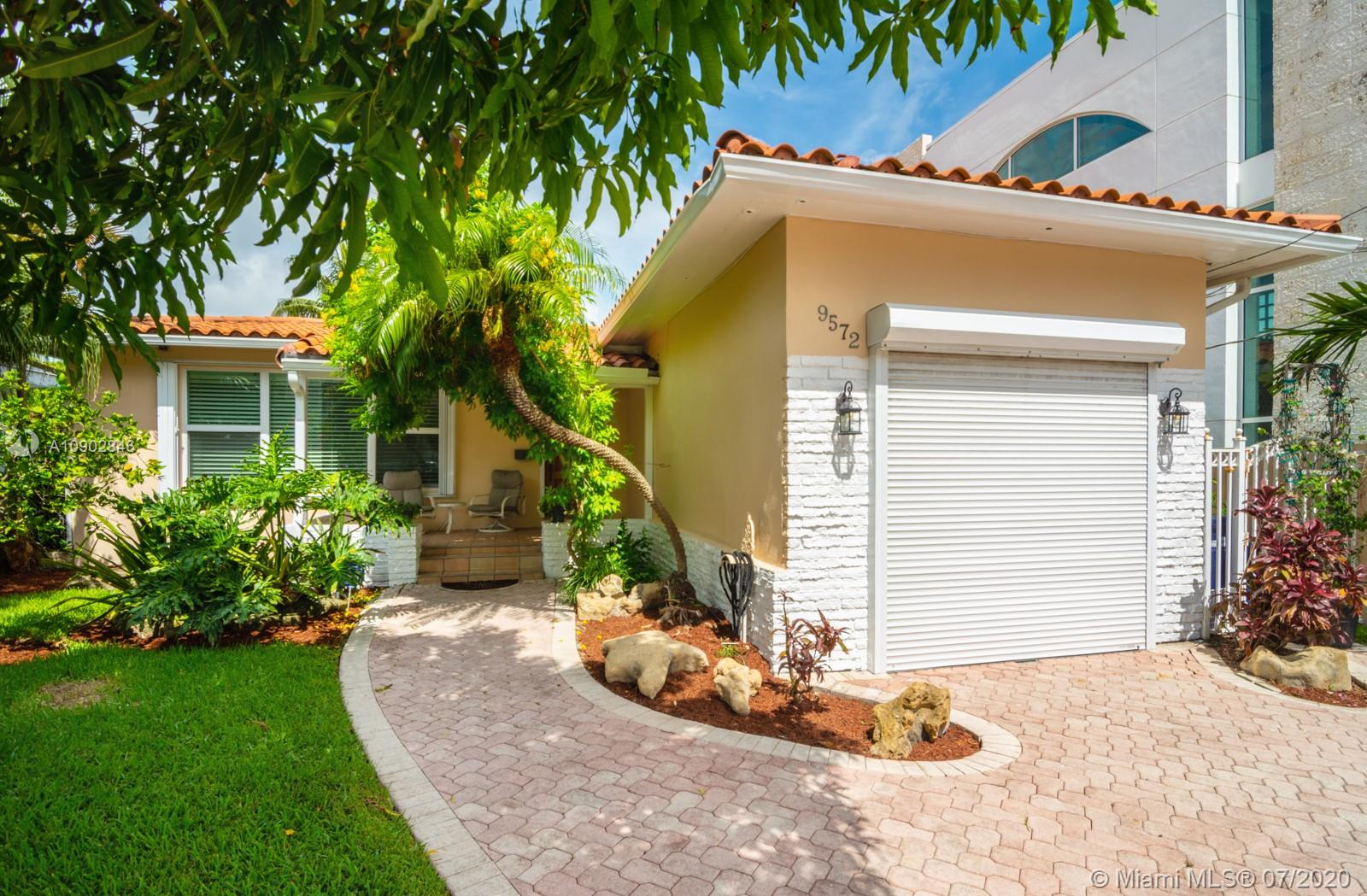 9572  Abbott Ave  For Sale A10902846, FL