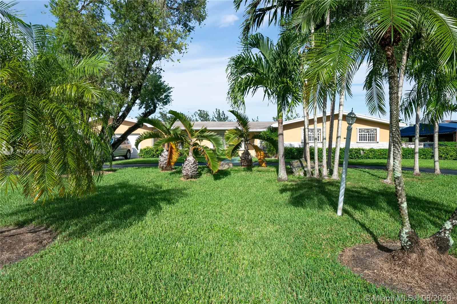 5805 SW 74th Ave  For Sale A10903066, FL