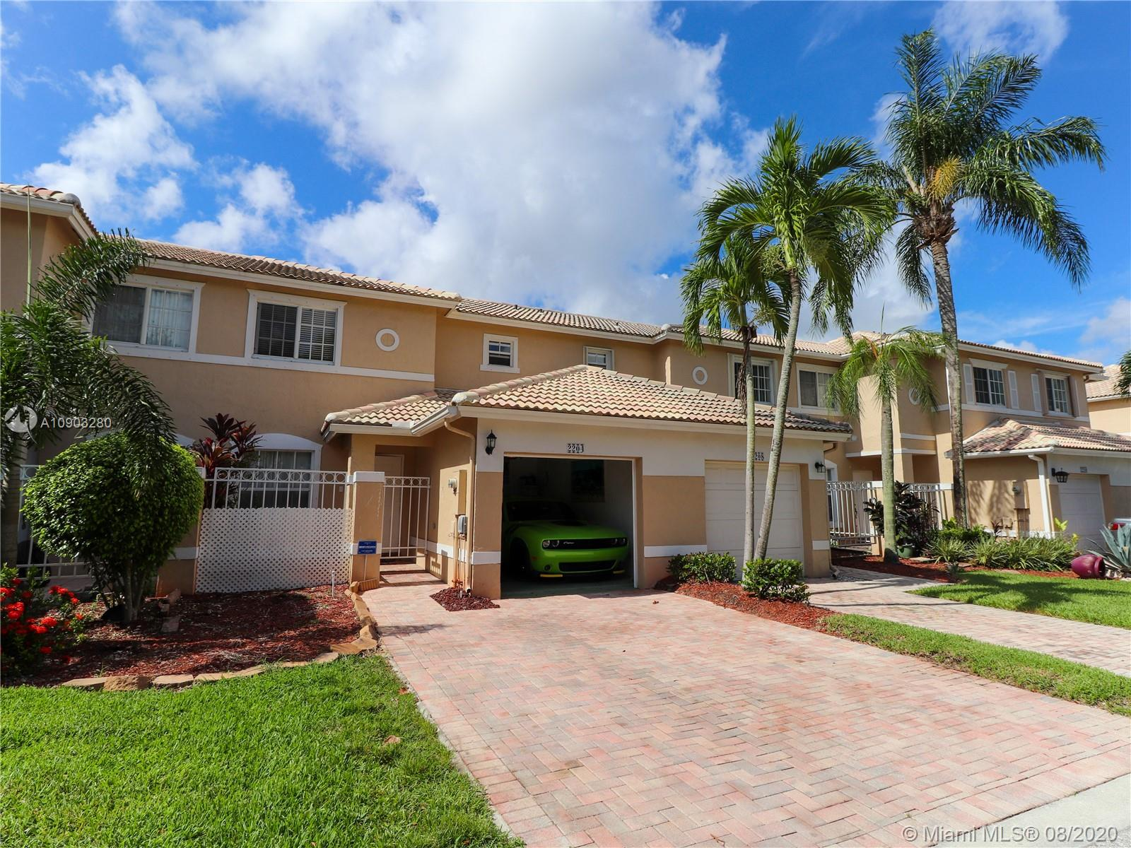 BEAUTIFUL TOWNHOME AT RESORT STYLE AND GATE COMMUNITY CLUB HOUSE WITH 2 BED 2 1/2  BATH IN PEMBROKE ISLES. UPDATED KITCHEN & PODWER ROOM.