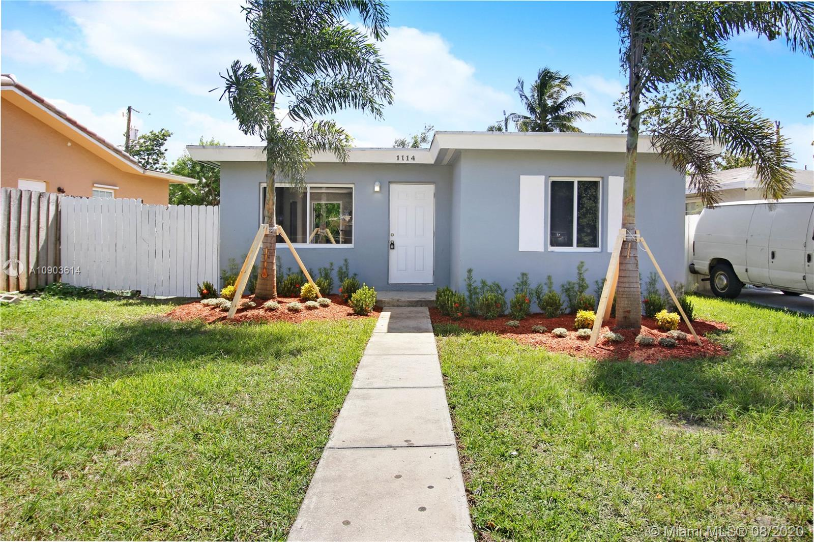 1114 N 61st Ave  For Sale A10903614, FL