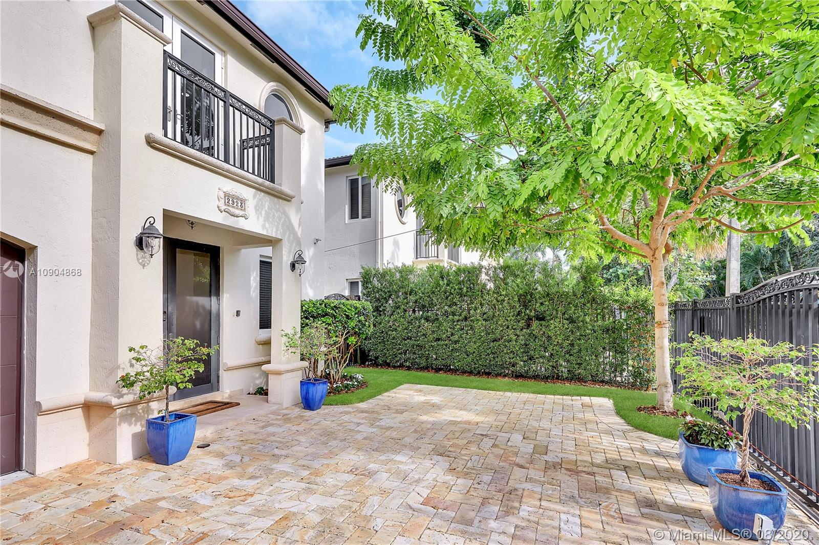 2923  Louise St #2923 For Sale A10904868, FL