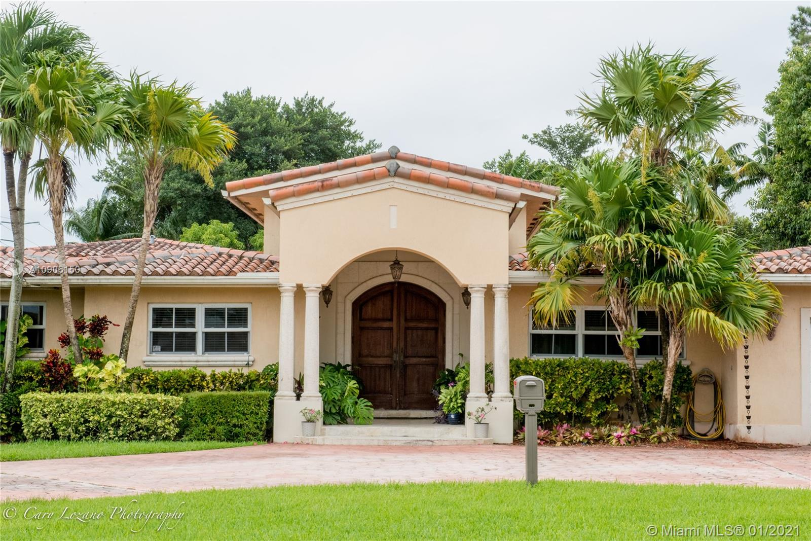 8420  Miller Drive  For Sale A10906150, FL