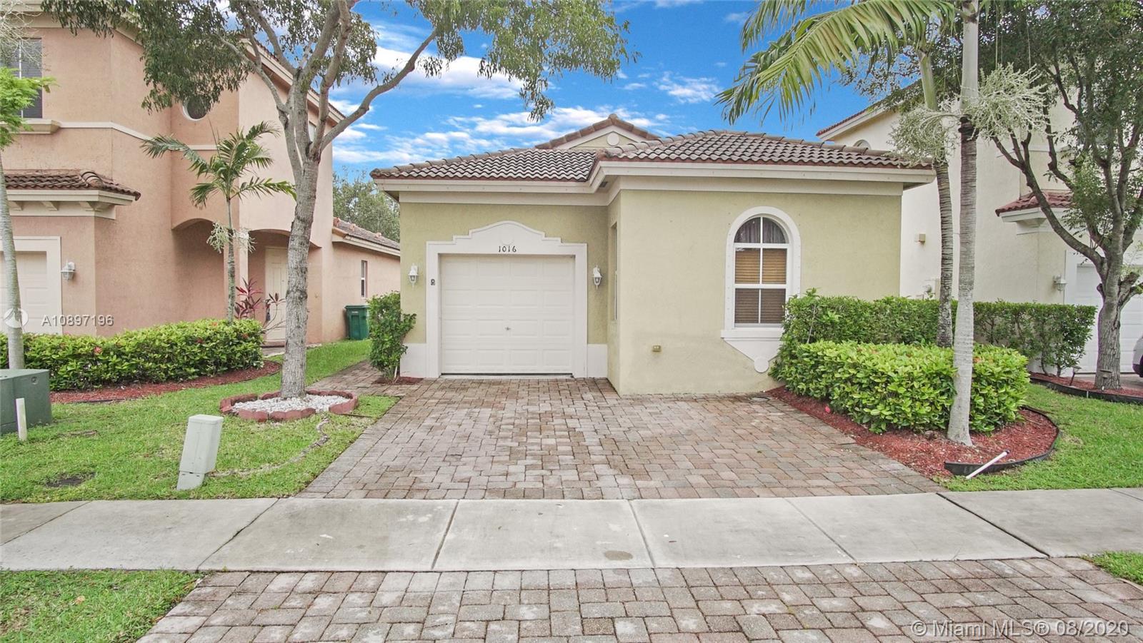1016 NE 39th Ave  For Sale A10897196, FL
