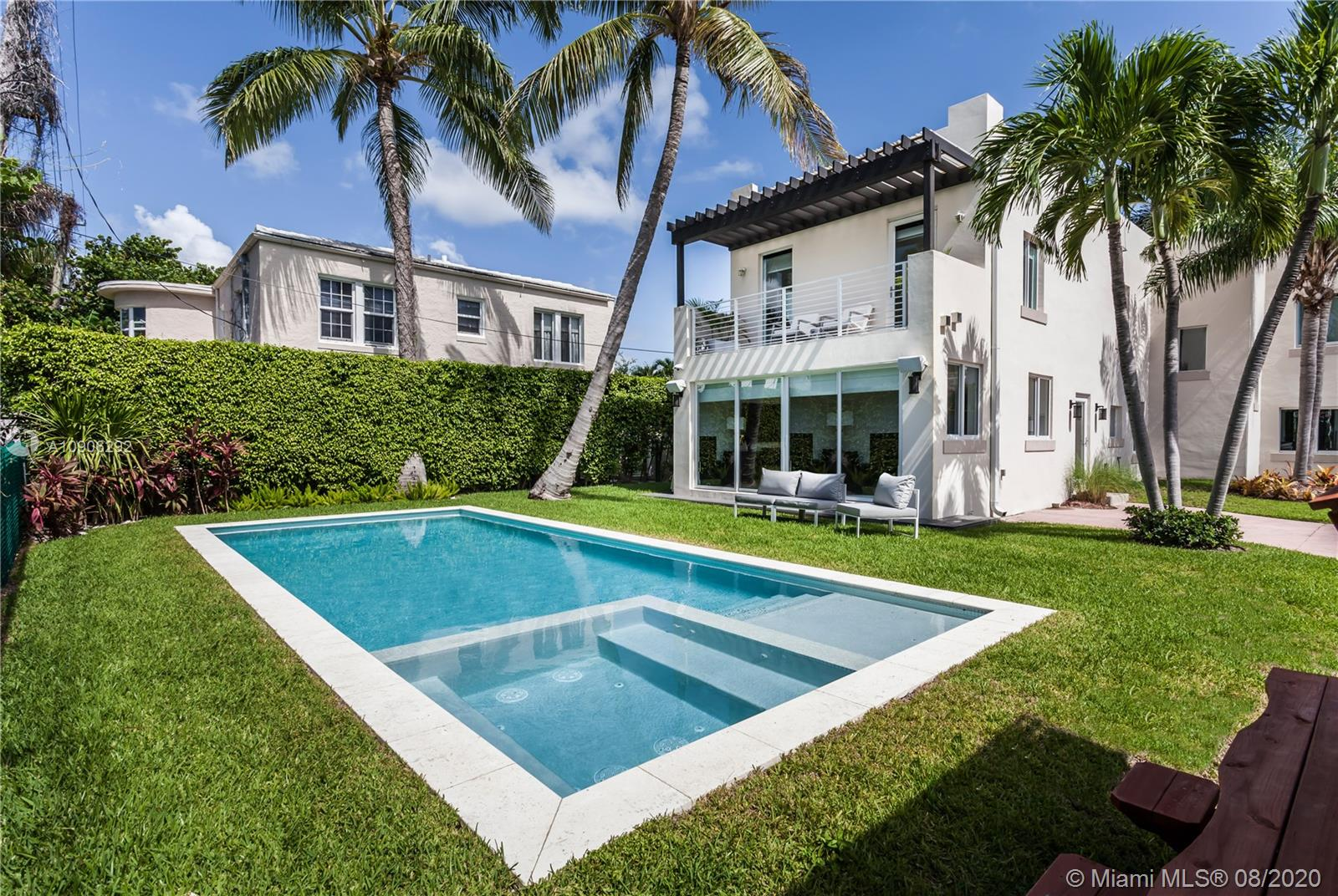 880 W 47th St  For Sale A10906292, FL