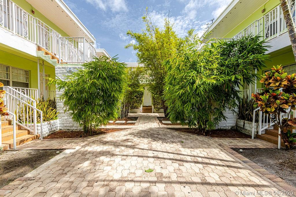 915  8th St #203 For Sale A10907398, FL