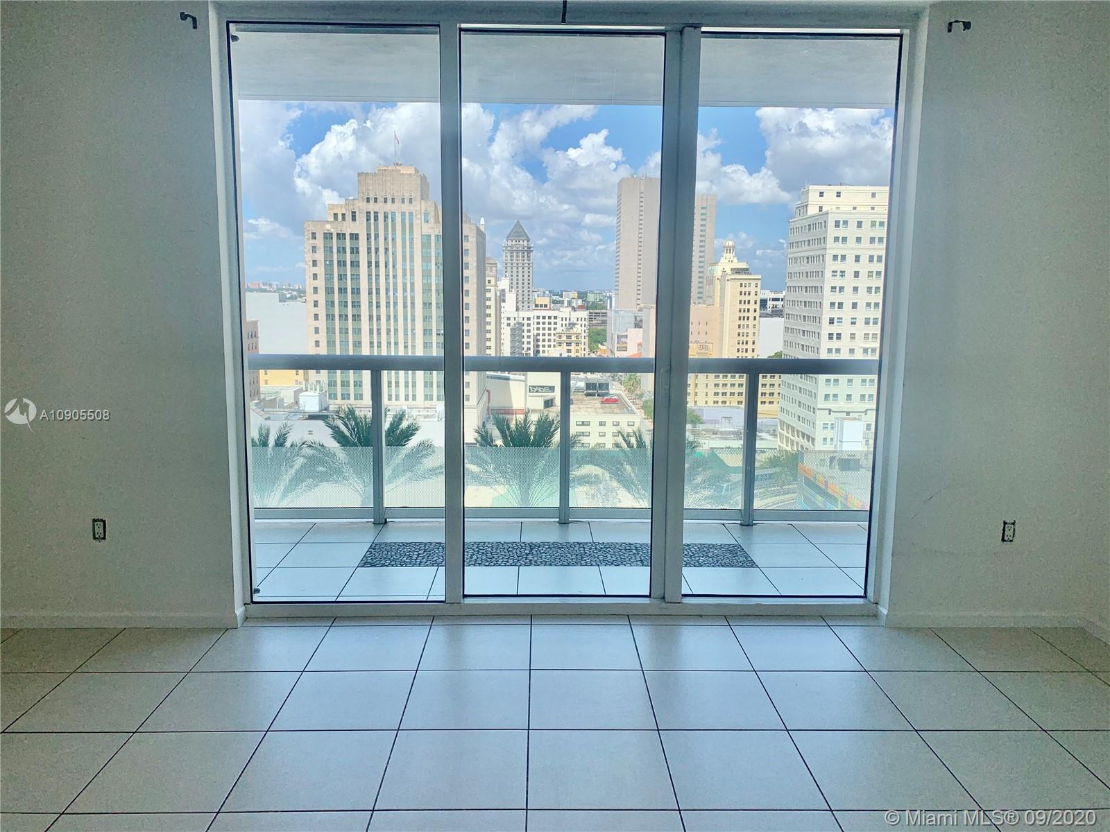 Live in the heart of Downtown Miami walking distance to the best restaurants and shopping. Great studio at 50 Biscayne with beautiful city and sunset views. Tile floors throughout, stainless steel appliances, walk in closet and large balcony. Washer and dryer inside the unit, assigned parking space. Full service building with top of the line amenities including lap pool, fitness center, business center, spa and 24 hour front desk and valet. Walk across to Bayfront Park, Museum Park, Arena and Bayside.