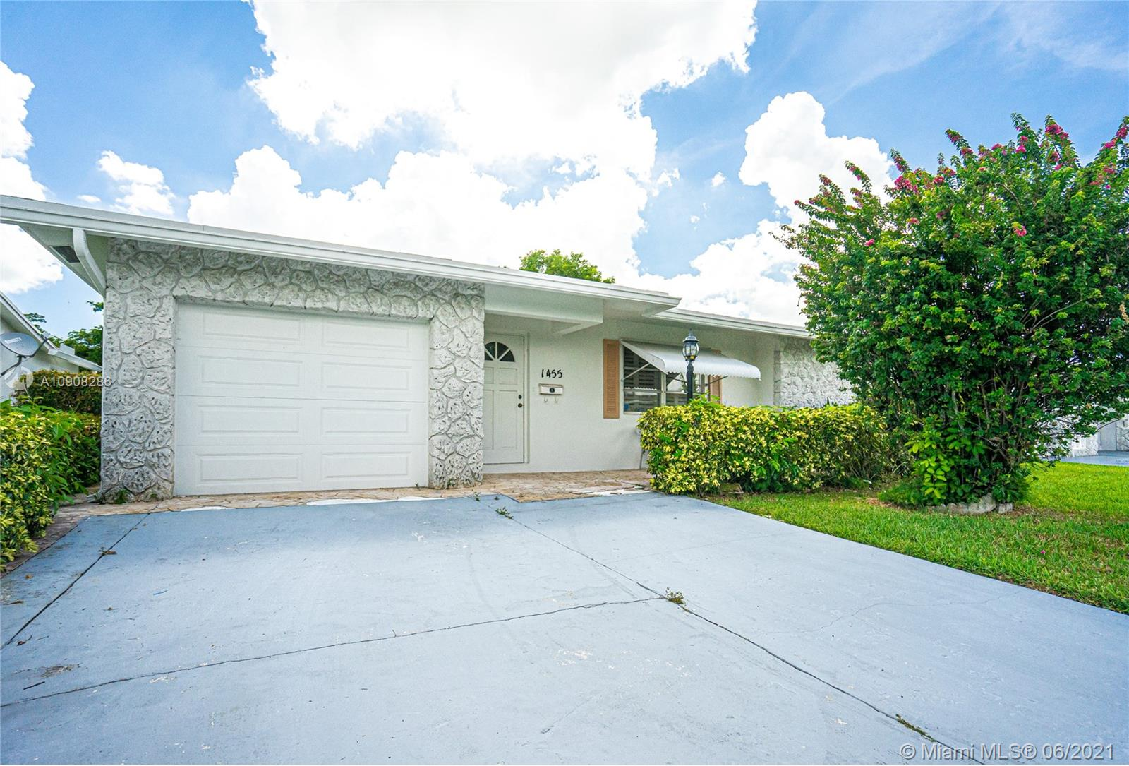 1455 NW 69 Terr  For Sale A10908286, FL