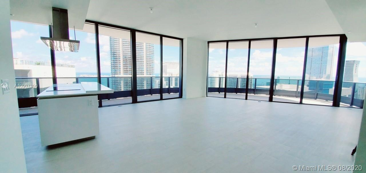 "GREAT AND UNIQUE OPPORTUNITY IN THE BEST BRICKELL BUILDING ""FLATIRON"" BY UGO COLOMBO. This amazing PH, on the best line of the building with the best views, offer the best price per sqft on the market. EASY TO SHOW. Location its one of the best assets of this unit and its fine finishes. MOTIVATED SELLER!!!! Please check out our 360, 3D Video."