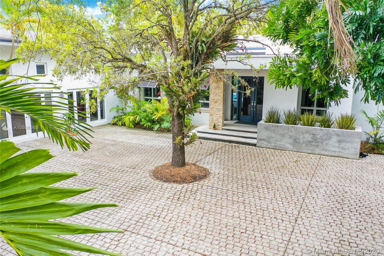 10800 SW 90th Ave  For Sale A10908985, FL