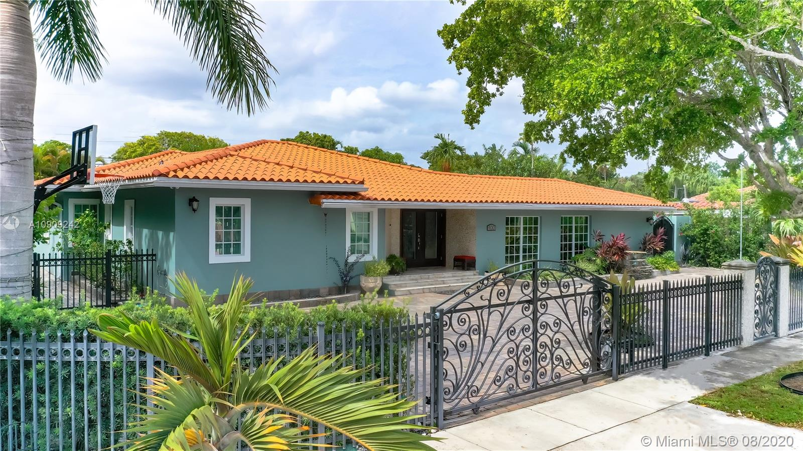 400 SW 24th Rd  For Sale A10909242, FL