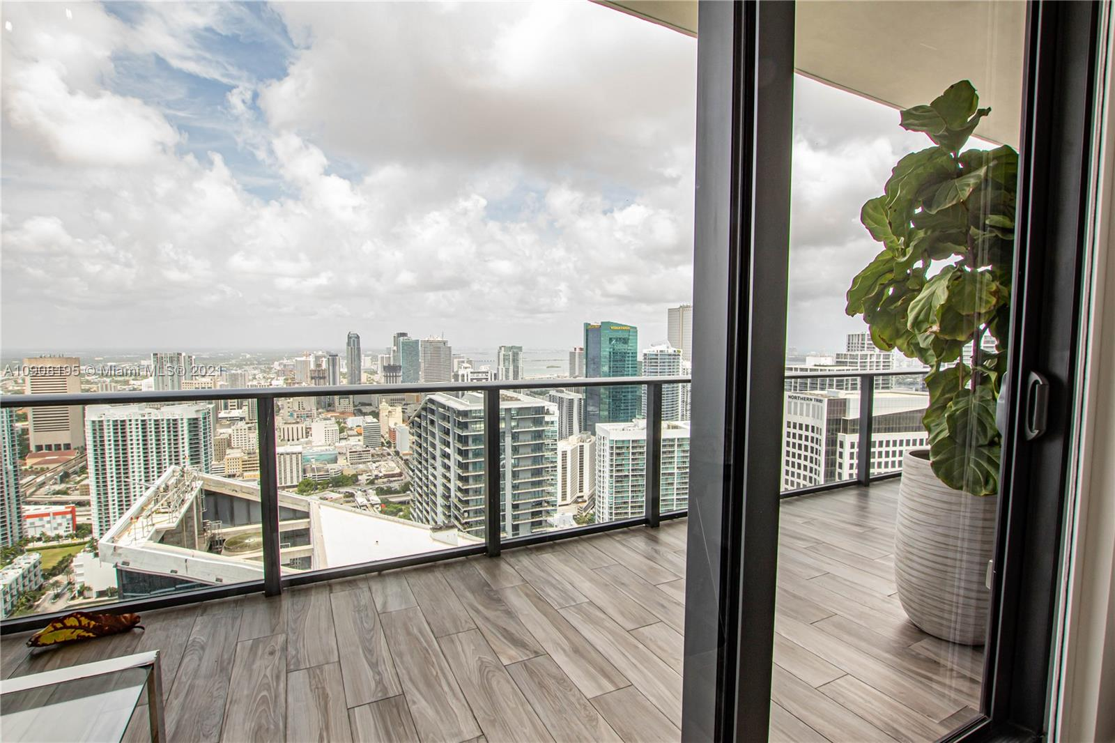 SLS LUX, best views of the city and the Miami River. Italkraft kitchen beautiful marble countertops & Sub-Zero appliances and tablet wireless control pad. Floor to ceiling windows throughout, private elevator foyer. Enjoy tennis court, rock-climbing wall, basketball court and full-service fitness center.