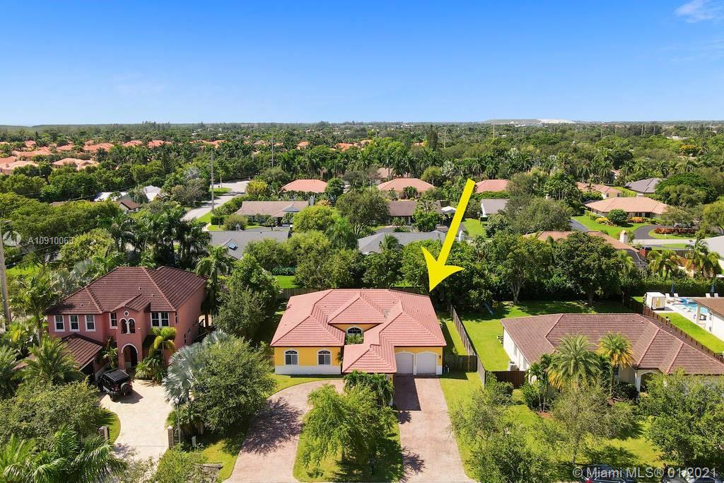 8212 SW 190th Ter  For Sale A10910063, FL