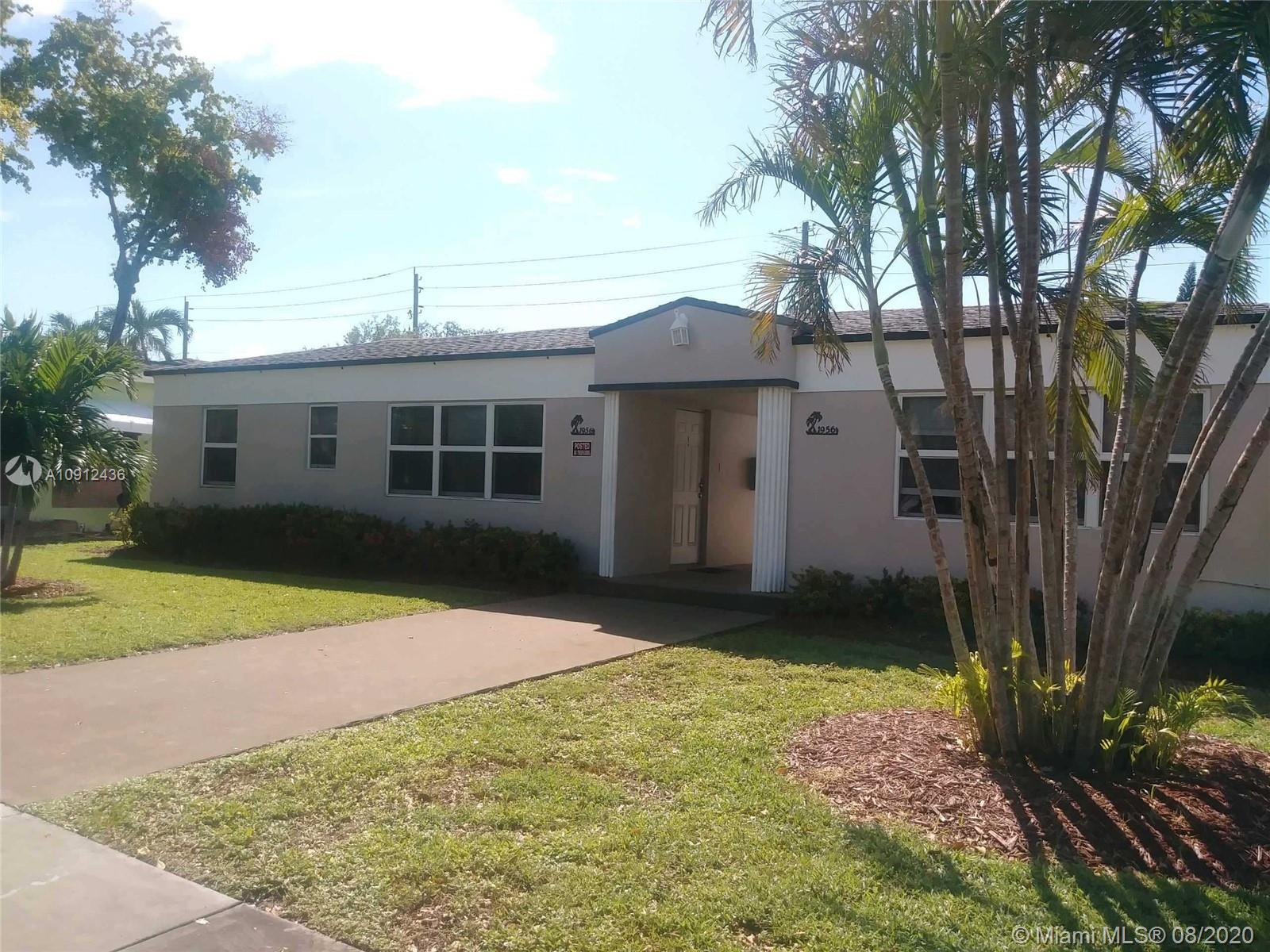 1956  Lincoln St  For Sale A10912436, FL