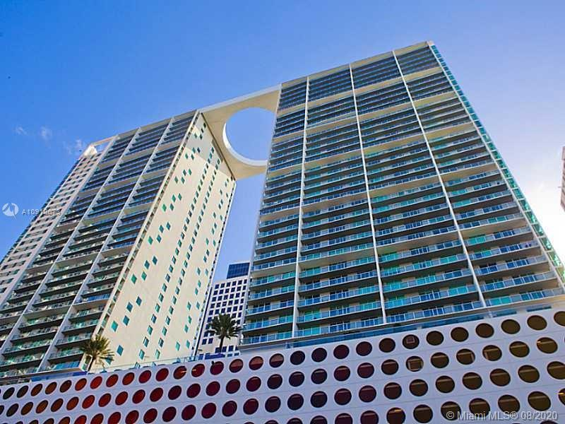 AMAZING 2 BEDROOM 2 BATH APARTMENT IN THE HEART OF BRICKELL, ELEGANT MODERN INTERIOR & A BEAUTIFUL VIEW FROM THE BALCONY, WASHER AND DRYER INSIDE, GREAT CONDO AMENITIES, 1 PARKING.