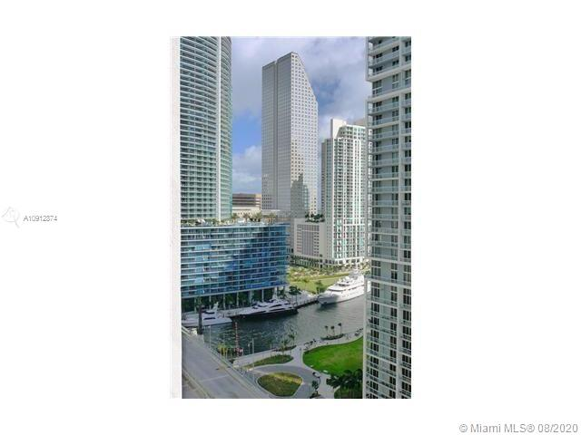 LOVELY 1/BED, 1/BATH APARTMENT IN BRICKELL. UNIT FEATURES: FLOOR TO CEILING WINDOWS, BATHROOM WITH JACUZZI, STAINLESS STEEL APPLIANCES, GRANITE COUNTER TOPS, BLINDS, BALCONY WITH AN AMAZING VIEW, WASHER & DRYER INSIDE THE UNIT. AMENITIES INCLUDE: GYM, ROOF T OP POOL/SPA, THEATER ROOM, VALET, WIFI HOT SPOTS, & BBQ AREAS. 1 PARKING