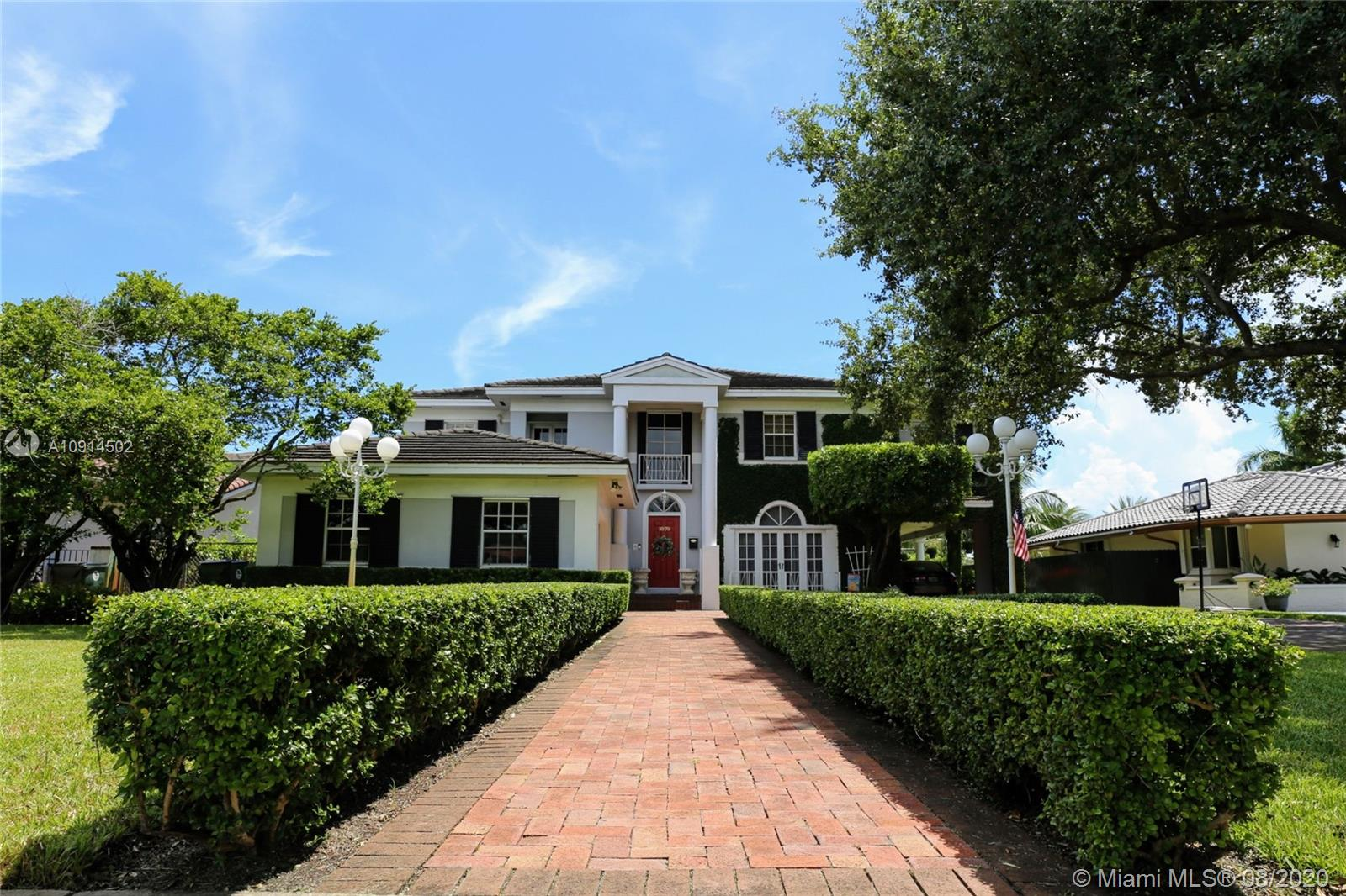 1070  Hunting Lodge Dr  For Sale A10914502, FL