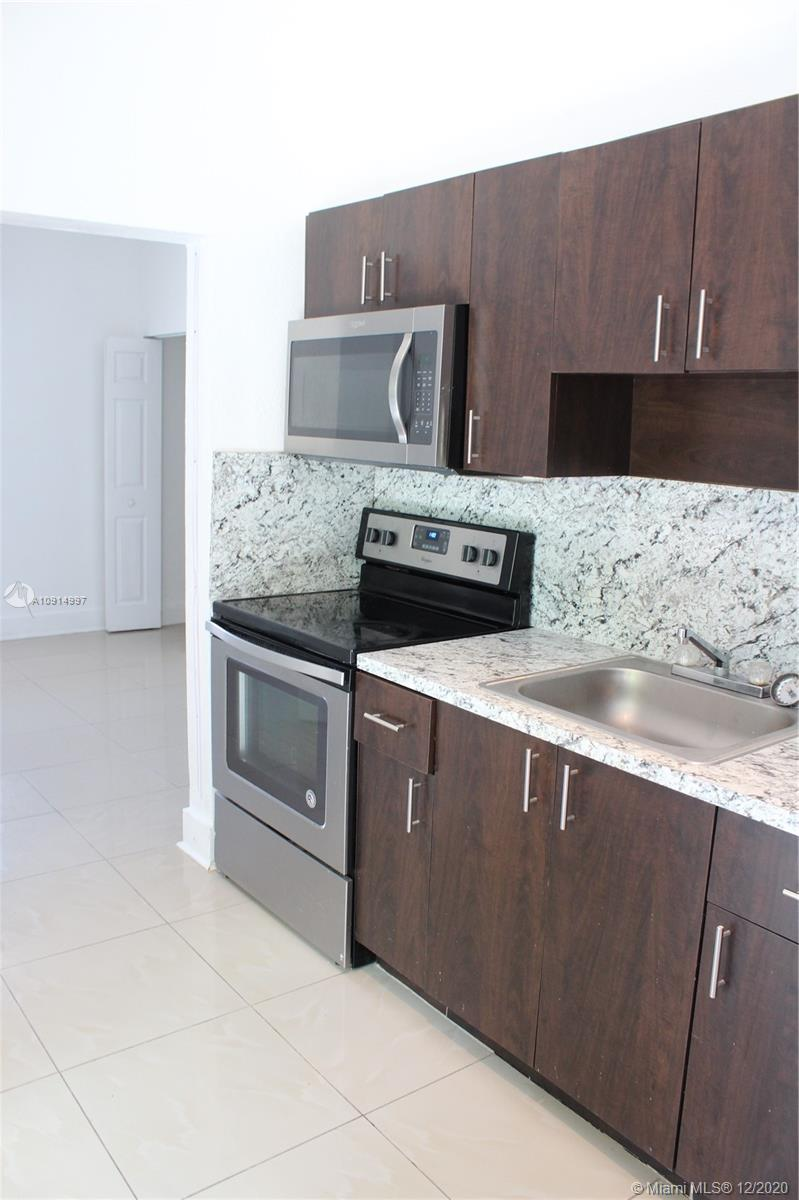 876 SW 2nd St #L For Sale A10914997, FL