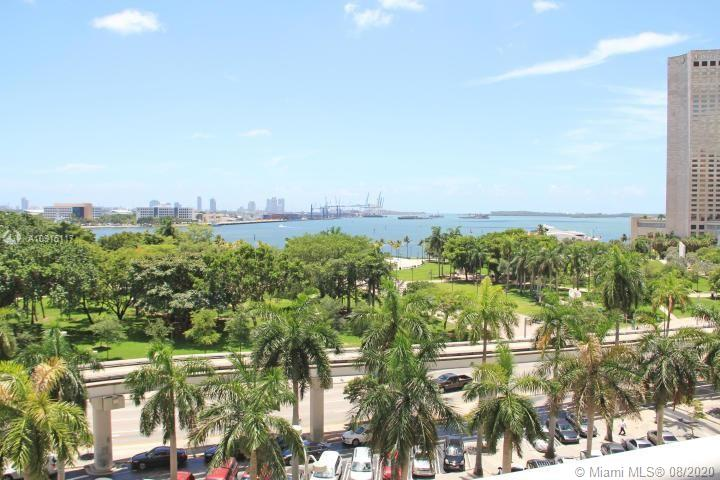 Great opportunity to purchase one of a kind furnished studio home away from home or investment property in Downtown Miami at 50 Biscayne. Park Suites are the only studios in the building