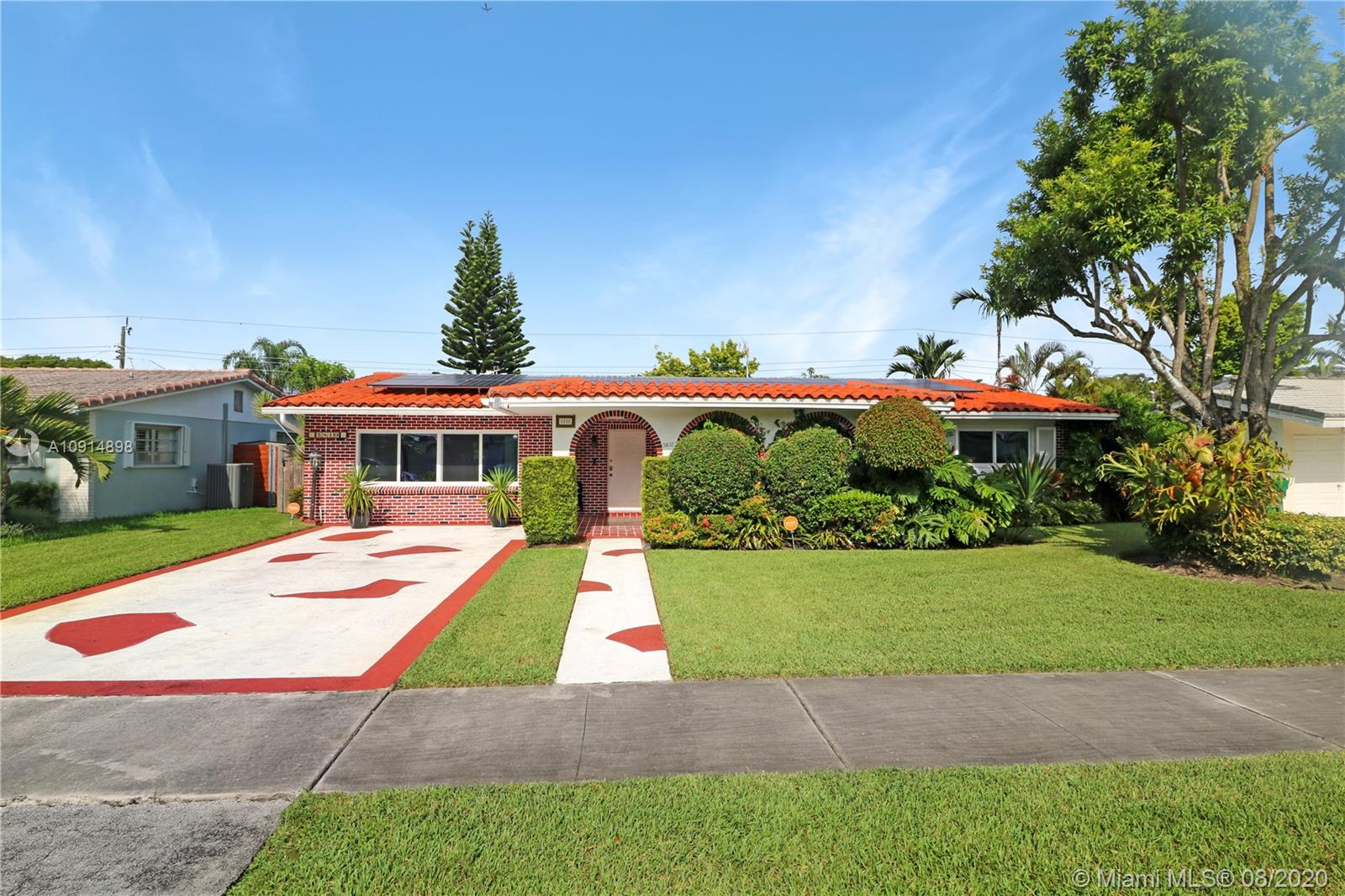 5810 SW 89th Ave  For Sale A10914898, FL