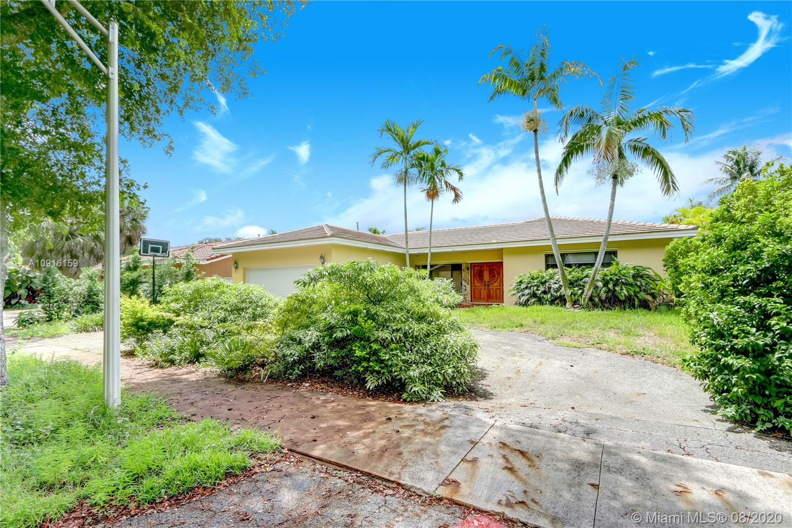 8490  Dundee Ter  For Sale A10916159, FL