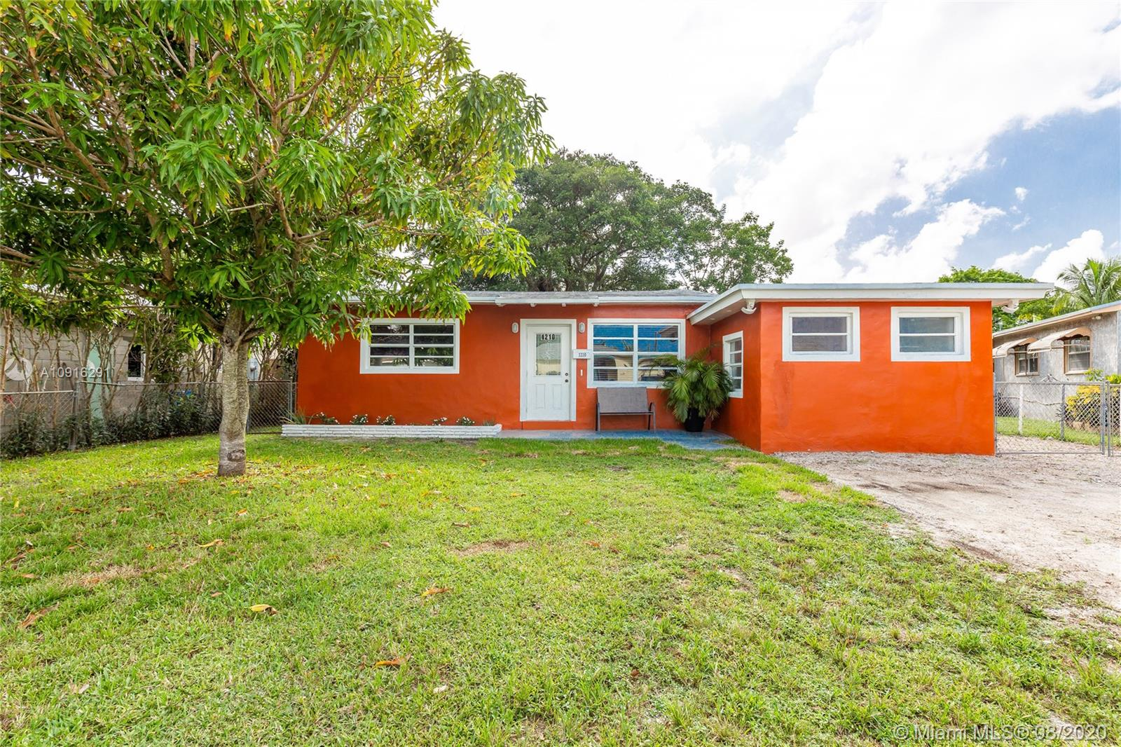 1210 S 23rd Ave  For Sale A10916291, FL
