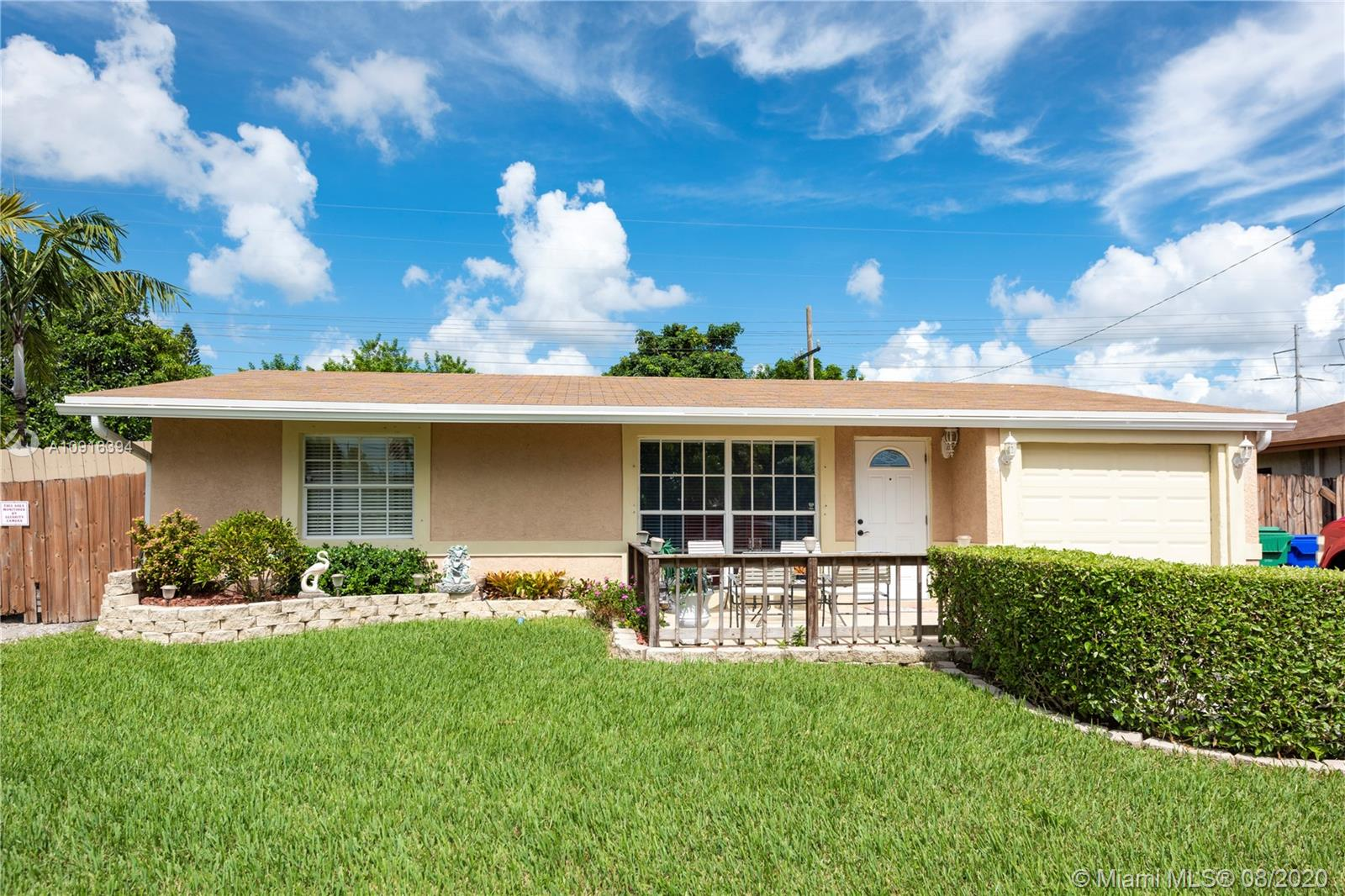1271 SW 50th Ave  For Sale A10916394, FL