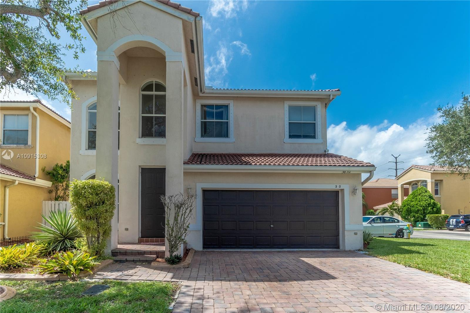 3832 SW 49th Ct  For Sale A10915308, FL