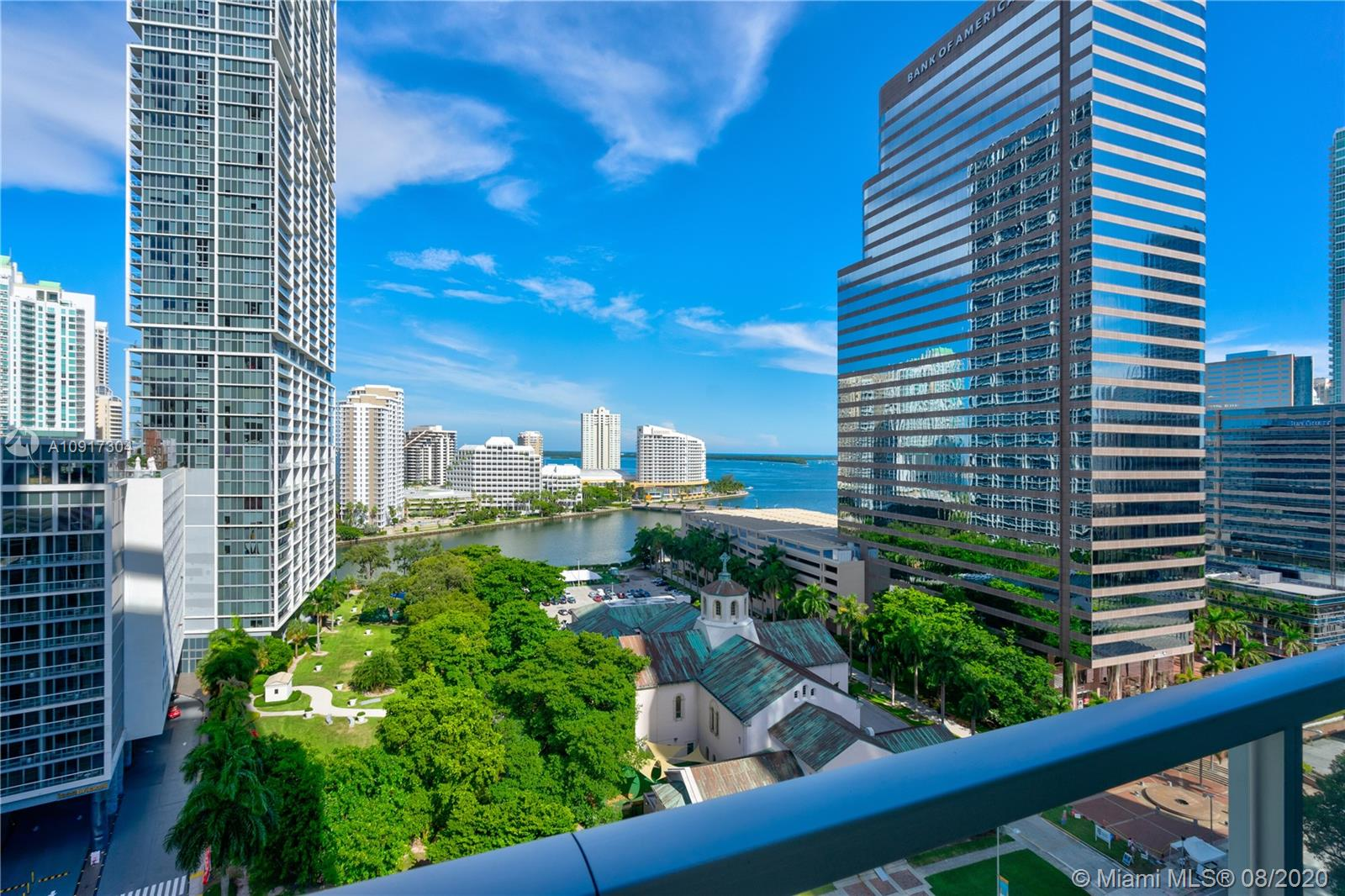 Amazing Turn Key 1 bedroom + Den with 1 Bathroom with incredible views from the Bay and City. European Style Kitchen with top of line appliances. Master Suite with great view, electric shade,  huge bathroom with separate Tub and Glass Shower. One Assign Parking Space. Fine and great Taste in all details at this unit in the desirable 500 Brickell. Building has great amenities like 3 Pools ( one of them located at 42nd floor with panoramic view, Theater, Sports Bar Room, Spa and other features.  Located at the heart of Brickell, near the great restaurants, Brickell City Centre Mall and other great things. You Must see!!