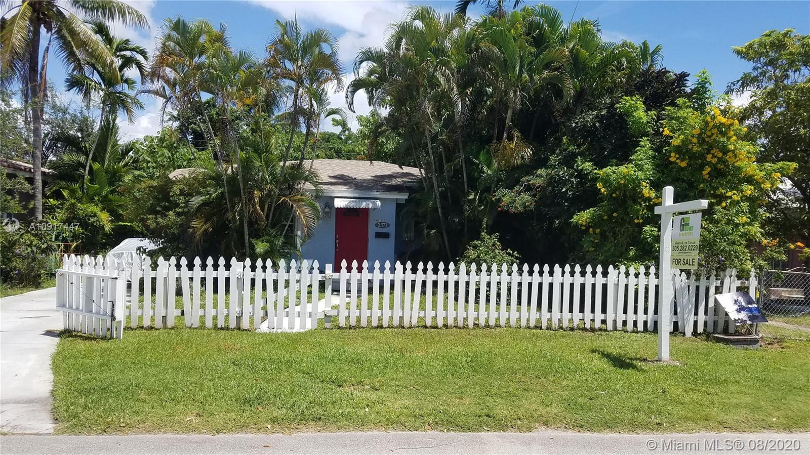 Adorable two bedroom one bathroom house on Florida Ave. in Coconut Grove.  Be apart of the Grove's transformation that is happening now.  You wont be disappointed.