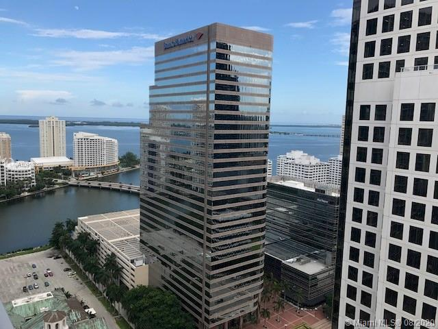 In the center of Brickell Financial District, enjoy luxury lifestyle on this beautiful and spacious split unit, 2 Bed 2 baths, with wood laminated floors. Stainless steel appliances, and quartz counter-top. Great amenities including a rooftop pool and more, common area pool, gym and spa, and party rooms. Best location on Brickell Ave, at walking distance to Brickell City Centre, Miami Downtown, easy access to express way, minutes from Miami Beach, Miami International Airport and all excitement of restaurants, cafe's, bars and nightlife, Metro Mover, Metro Rail, theaters. See brokers remarks. Available October 7, 2020.
