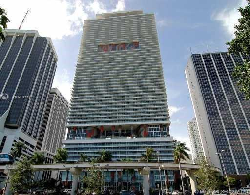 SPACIOUS (1 BED. & DEN) UNIT IN FULL SERVICE BUILDING CENTRALLY LOCATED IN DOWNTOWN MIAMI. LARGE BALCONY AND BEAUTIFUL SUNSET VIEWS. MODERN UNIT WITH BOSCH APPLIANCES, GRANITE COUNTER TOPS, AND MARBLE BATHS. BUILDING OFFERS FRONT DESK ATTENDANT, SECURITY, GYM, SAUNA, INFINITY POOL, JACUZZI, STEAM ROOM, PARTY ROOM ETC. ...