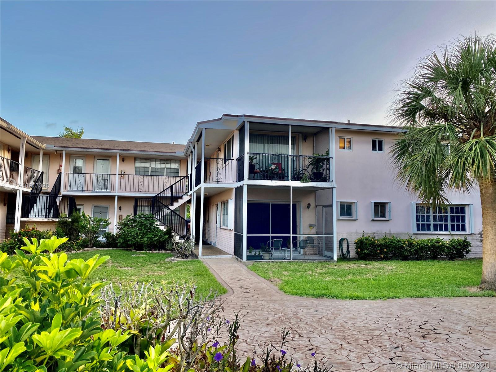 1431 S 14th Ave #101 For Sale A10917393, FL