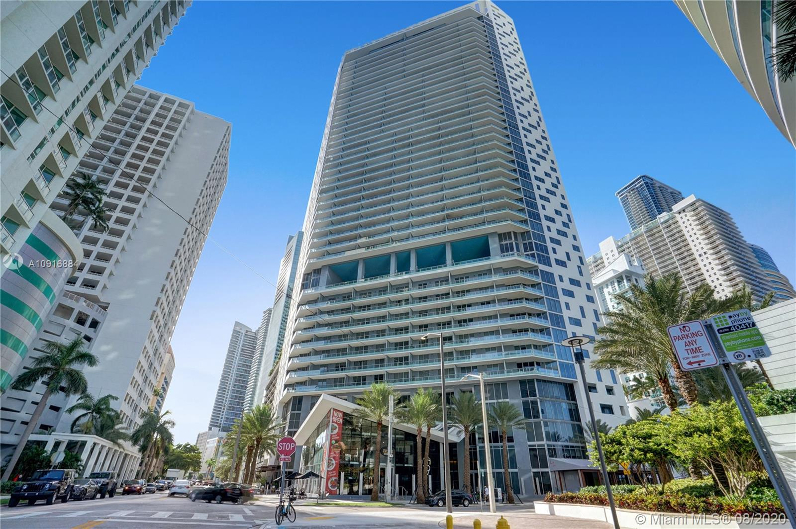 Beautiful 2bed 2 bath unit with high end finishes on a state of the Art Luxury Building, wood inspired porcelain, motorized window treatment, New washer & Dryer whirlpool, Italian customized door, AC Bosch with Smart Eco bee termostate, JennAir appliances, smart Phillips HUE light system, customized interior closet, wine cooler, more than $40,000 on upgrades. Five star Building with a lot of amenities such as 24 hour concierge, valet, private lounge, roof top pool and bar, lap pool, steam room, luxury spa, fitness center, and more.. Just bring your toothbrush... Show and sell