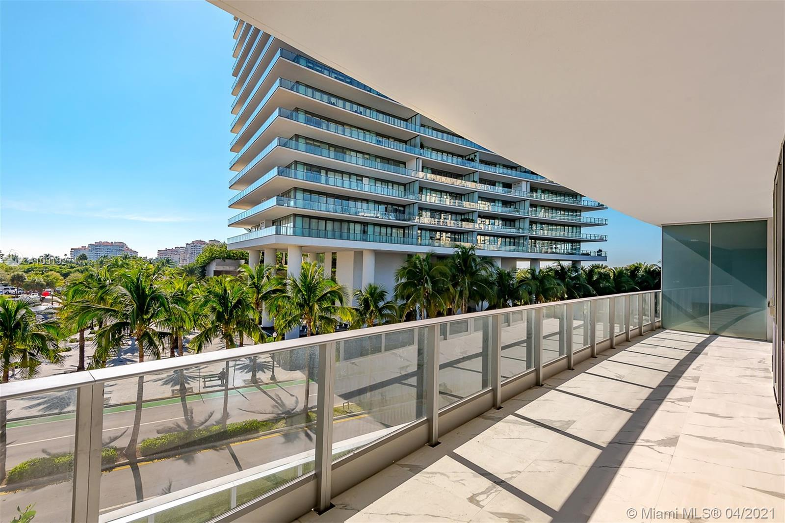 801 S Pointe Dr #305 For Sale A10919274, FL