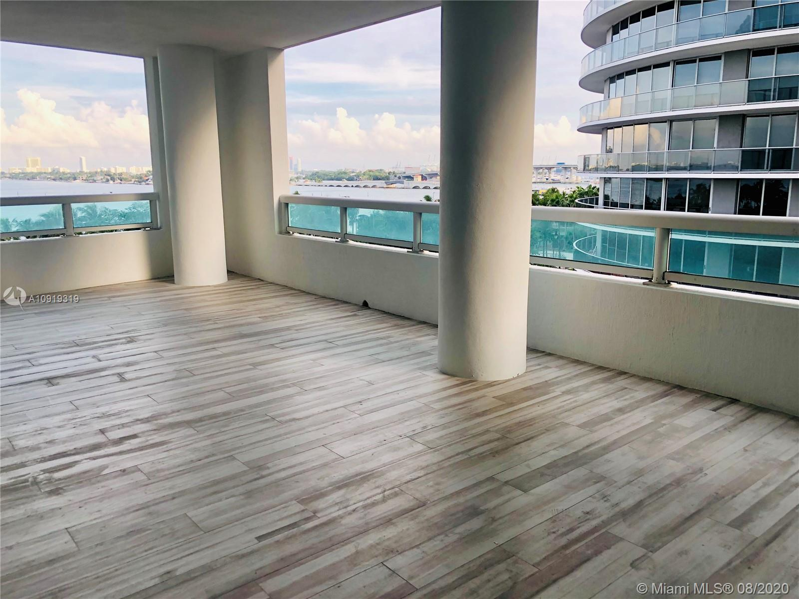 Beautiful unit in the heart of Biscayne.Centrally located near the bay and close to Restaurants, Miami District Design, Brickell, and Miami Beach just a few minutes away.Totally furnished with a dryer and washer inside the unit. Huge balcony with a spectacular view of the bay. The building offers a swimming pool, jacuzzi, gym, and more amenities.