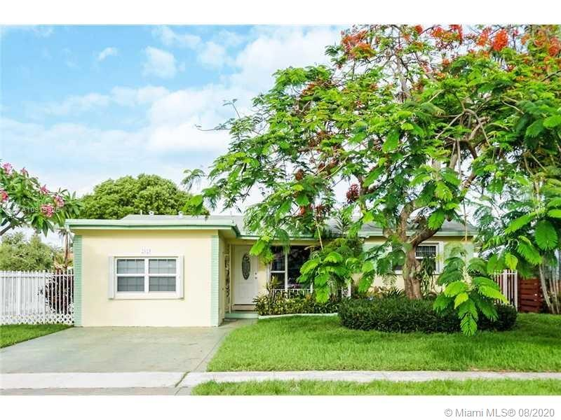 2125 N 14th Ter  For Sale A10919326, FL