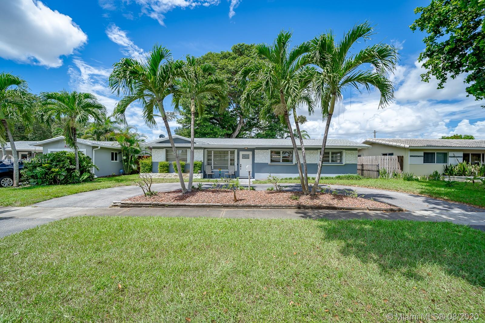 2214 N 35th Ave  For Sale A10919311, FL
