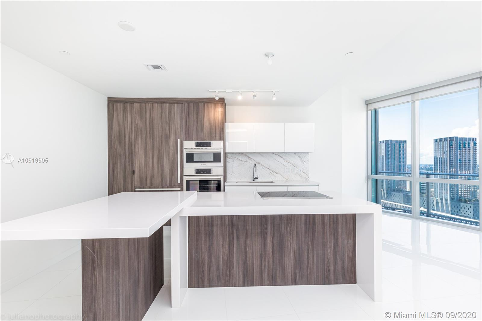 851 NE 1st Ave #3010 For Sale A10919905, FL