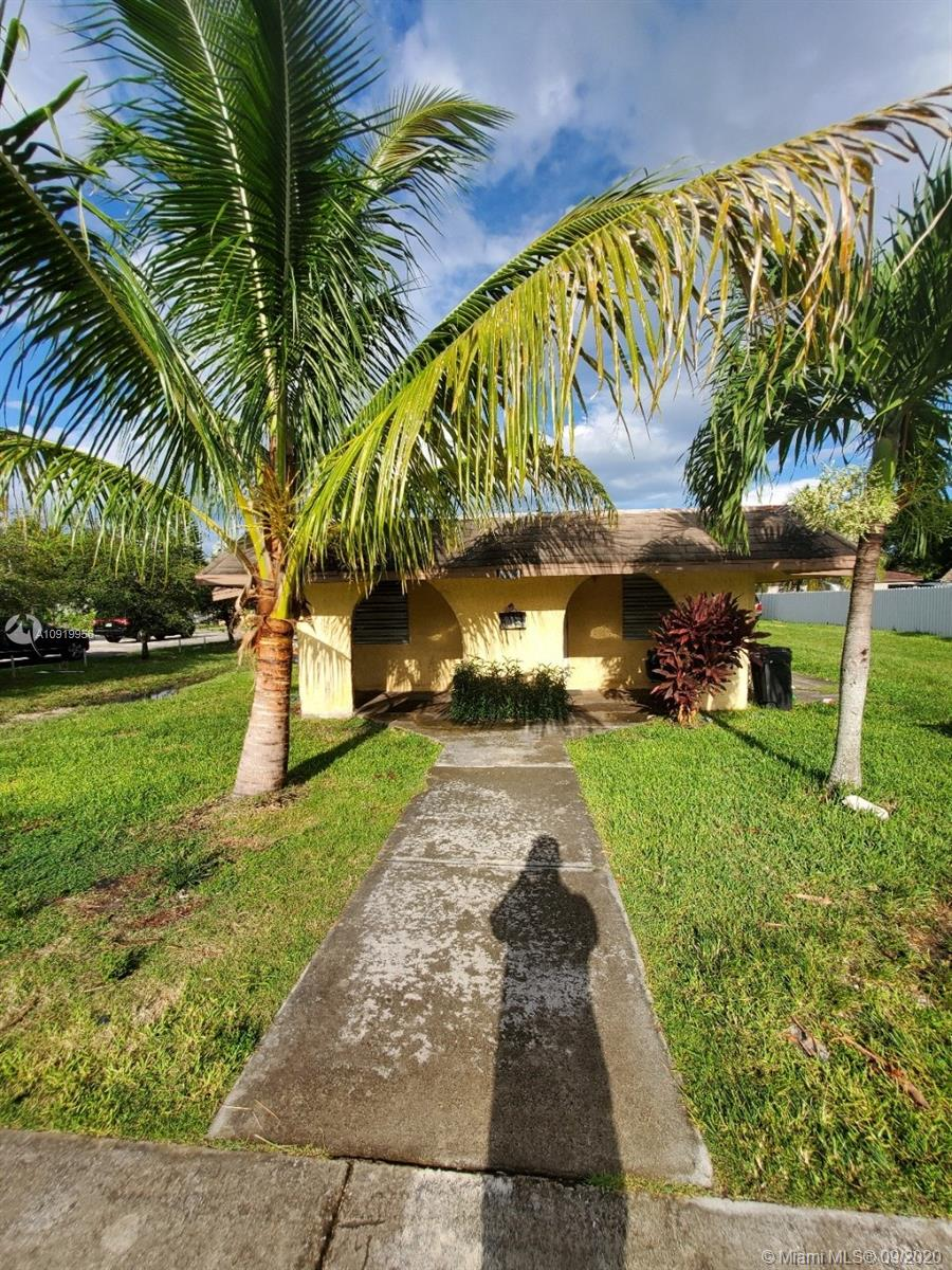 17821 SW 107th Ave  For Sale A10919956, FL